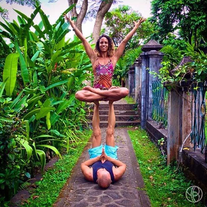 Ζευγάρι ταξιδεύει στον κόσμο με ακροβατικές στάσεις Yoga (8)
