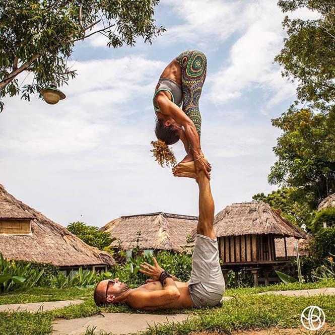 Ζευγάρι ταξιδεύει στον κόσμο με ακροβατικές στάσεις Yoga (9)