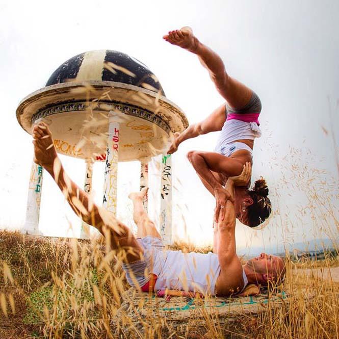Ζευγάρι ταξιδεύει στον κόσμο με ακροβατικές στάσεις Yoga (10)