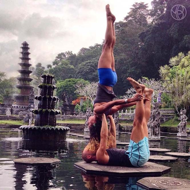 Ζευγάρι ταξιδεύει στον κόσμο με ακροβατικές στάσεις Yoga (13)