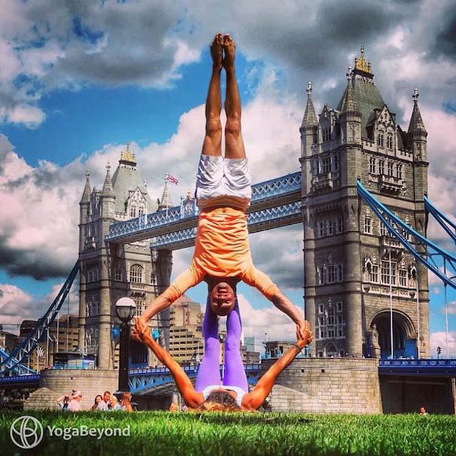 Ζευγάρι ταξιδεύει στον κόσμο με ακροβατικές στάσεις Yoga (14)