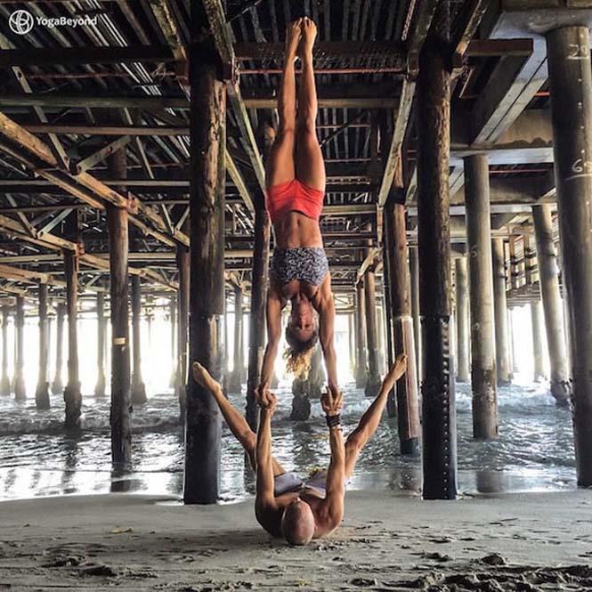 Ζευγάρι ταξιδεύει στον κόσμο με ακροβατικές στάσεις Yoga (15)