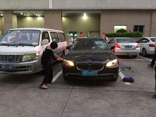 Απατημένη σύζυγος καταστρέφει την πανάκριβη BMW του άνδρα της (1)
