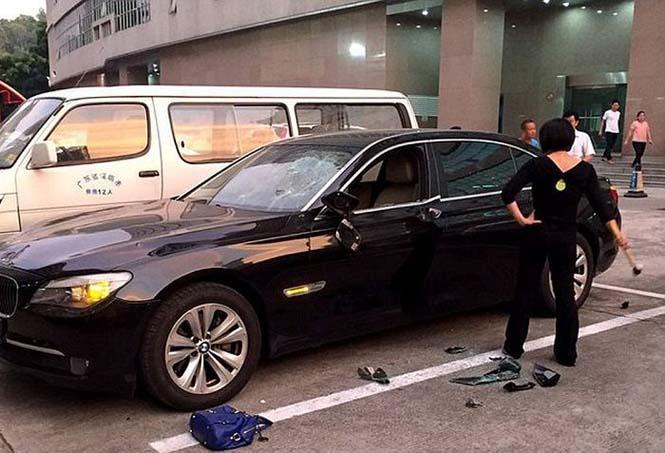 Απατημένη σύζυγος καταστρέφει την πανάκριβη BMW του άνδρα της (3)