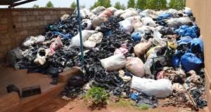 Δείτε τι κάνουν με αυτά τα σκουπίδια κάποιοι άνθρωποι στην Αφρική