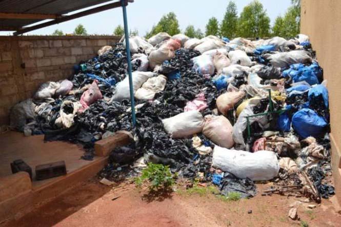 Δείτε τι κάνουν με αυτά τα σκουπίδια κάποιοι άνθρωποι στην Αφρική (1)