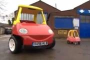 Το διάσημο παιδικό αυτοκινητάκι κυκλοφόρησε σε κανονικό αυτοκίνητο