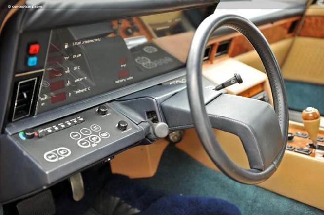 Εσωτερικό Aston Martin Lagonda (4)