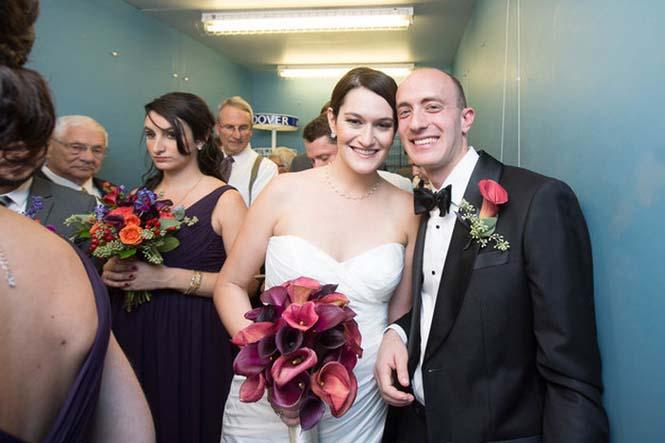 Γαμήλιο πάρτι στο ασανσέρ (2)