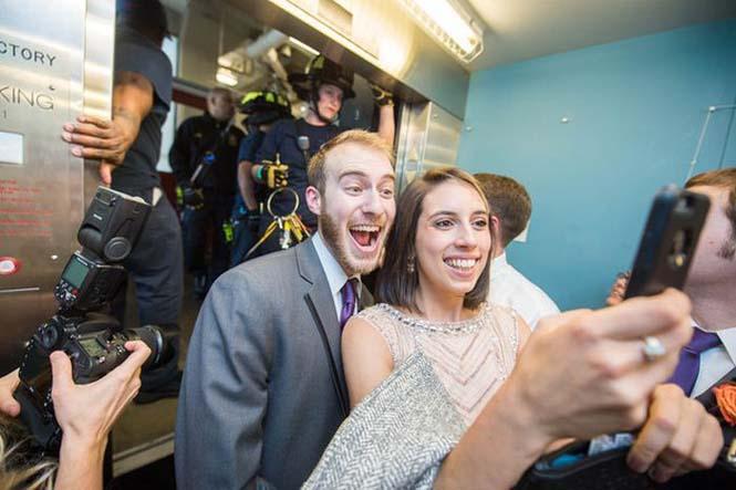 Γαμήλιο πάρτι στο ασανσέρ (7)