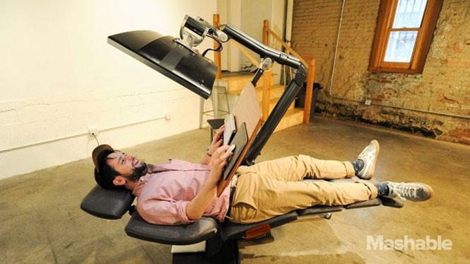 Γραφείο που σου επιτρέπει να εργάζεσαι ξαπλωμένος (2)
