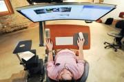 Γραφείο που σου επιτρέπει να εργάζεσαι ξαπλωμένος (3)