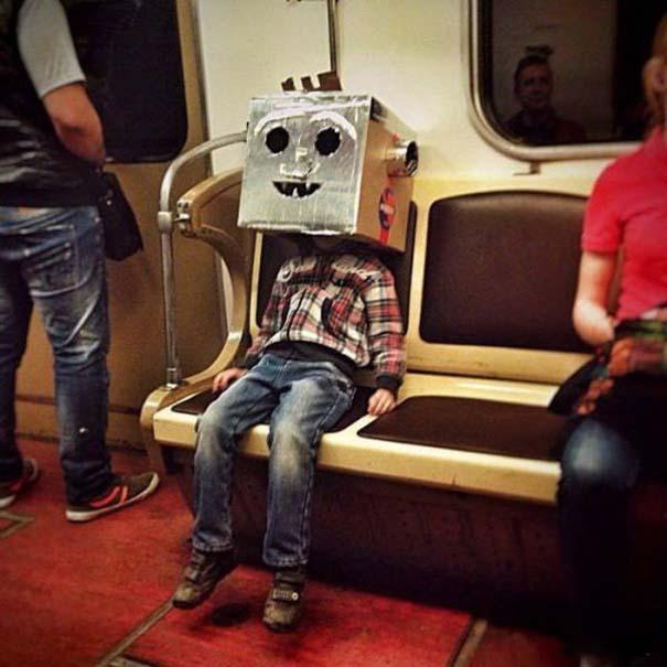 Παράξενες και κωμικοτραγικές φωτογραφίες στα μέσα μεταφοράς #9 (6)