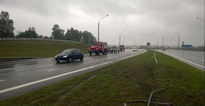 Οδηγός βγήκε ζωντανός από τρομακτικό τροχαίο κυριολεκτικά στο παρά τρίχα (2)