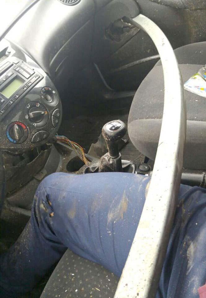 Οδηγός βγήκε ζωντανός από τρομακτικό τροχαίο κυριολεκτικά στο παρά τρίχα (5)