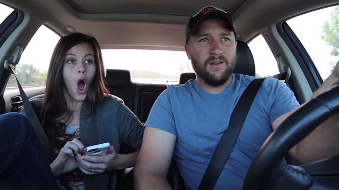 Οδηγώντας με συνεπιβάτη μια γυναίκα