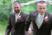 Πατέρας άρπαξε τον πατριό για να παραδώσουν μαζί τη νύφη (1)