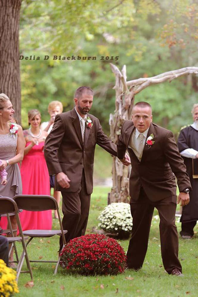 Πατέρας άρπαξε τον πατριό για να παραδώσουν μαζί τη νύφη (2)
