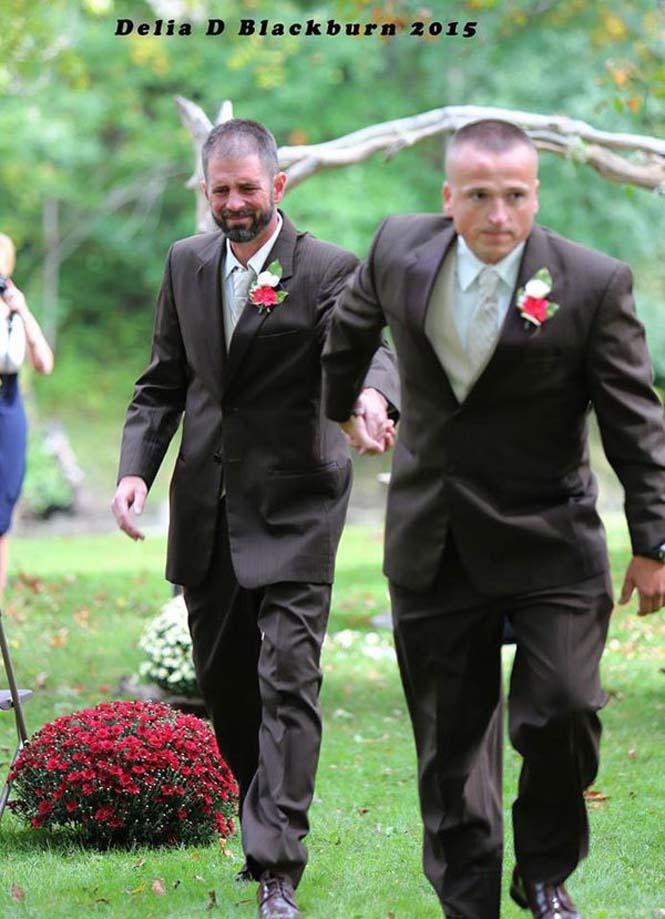 Πατέρας άρπαξε τον πατριό για να παραδώσουν μαζί τη νύφη (3)