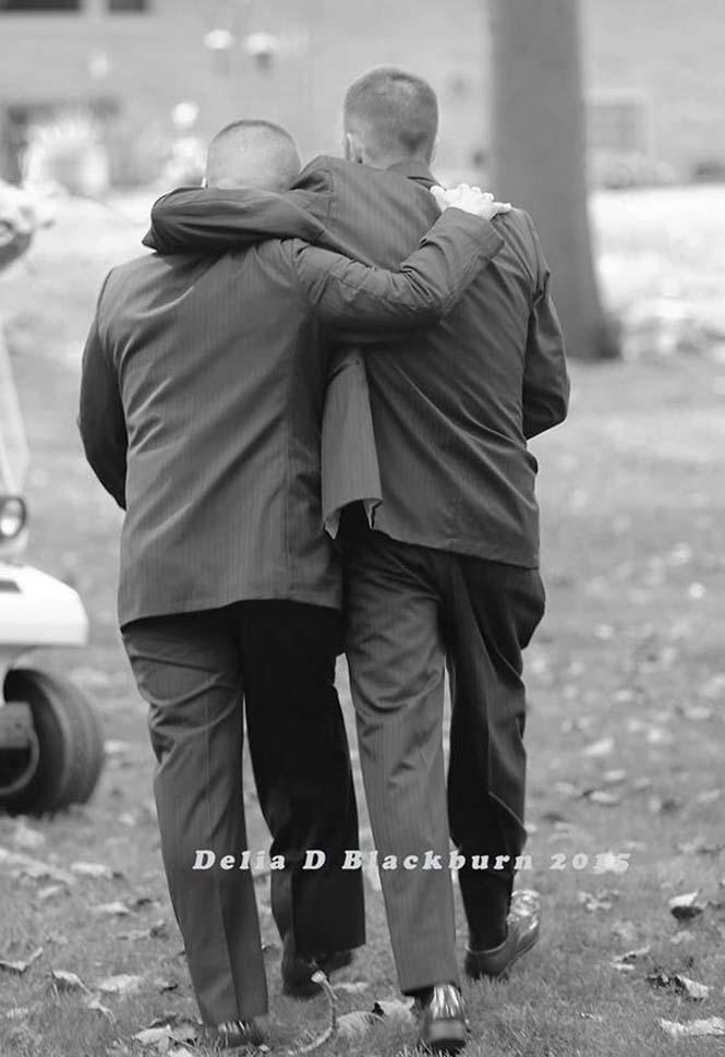 Πατέρας άρπαξε τον πατριό για να παραδώσουν μαζί τη νύφη (4)