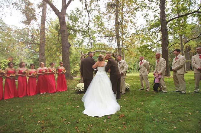 Πατέρας άρπαξε τον πατριό για να παραδώσουν μαζί τη νύφη (6)