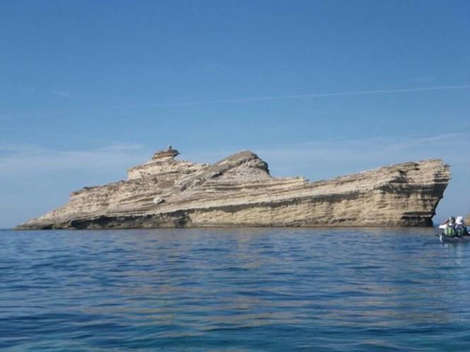 Βράχια σε σχήμα πλοίου | Φωτογραφία της ημέρας
