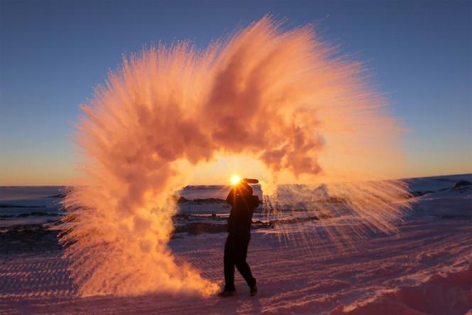 Πετώντας καυτό νερό στον αέρα, Ανταρκτική | Φωτογραφία της ημέρας