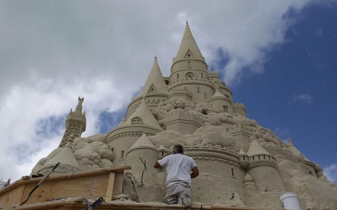 Χτίζοντας το ψηλότερο κάστρο στην άμμο   Φωτογραφία της ημέρας