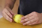 Πως να ξεφλουδίσετε μια πατάτα σε 5 δευτερόλεπτα