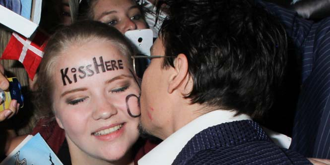Θαυμαστές «φρικάρουν» συναντώντας τους αγαπημένους τους celebrities (11)