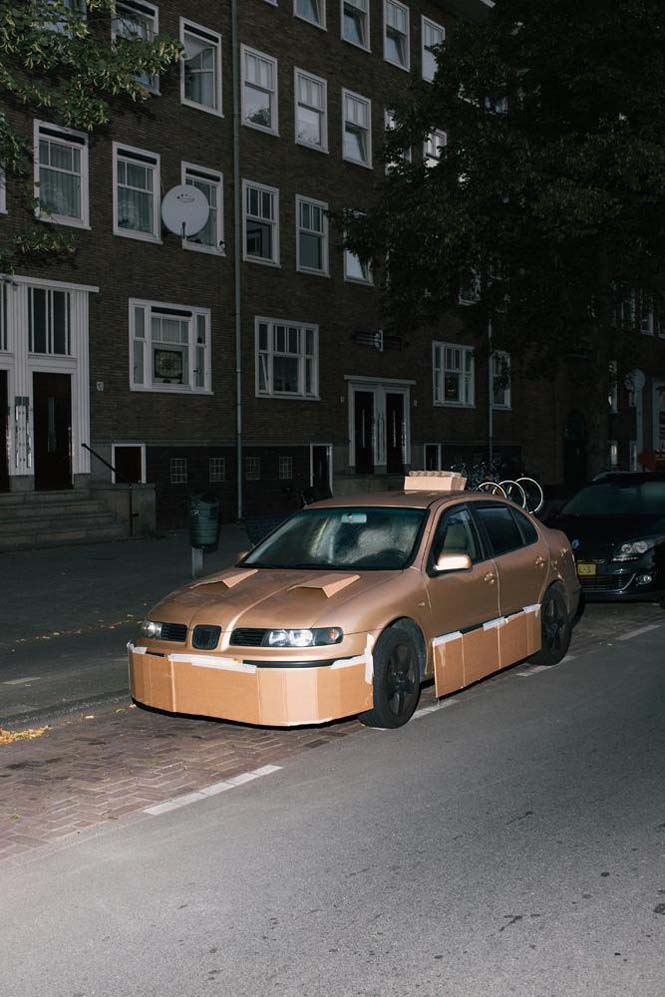 Ένας τύπος τριγυρνάει τα βράδια και «πειράζει» τα αυτοκίνητα του κόσμου (4)