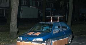 Ένας τύπος τριγυρνάει τα βράδια και «πειράζει» τα αυτοκίνητα του κόσμου