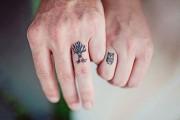 Ζευγάρια που άφησαν τις βέρες και προτίμησαν ένα τατουάζ (1)