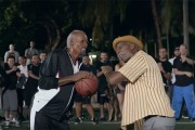 Αστέρες του NBA μεταμφιέστηκαν σε παππούδες και τρέλαναν τους ανυποψίαστους θεατές
