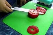 Δείτε πόσο απίστευτα κοφτερό είναι αυτό το μαχαίρι
