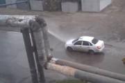 Δωρεάν πλύσιμο αυτοκινήτου από σπασμένο αγωγό στην Ρωσία