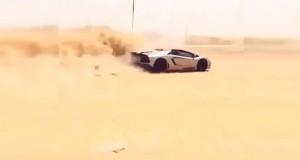 Εν τω μεταξύ, στο Dubai: Οδηγεί την Lamborghini του στην έρημο (Video)