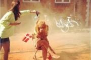 Έθιμο στην Δανία θέλει τους 25χρονους να καλύπτονται με κανέλα (1)