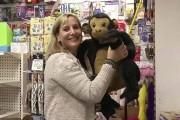 Αυτή η γυναίκα αγόρασε ένα κατάστημα παιχνιδιών για να χαρίσει όλα τα παιχνίδια (1)