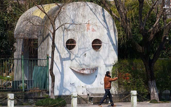 Οι πιο περίεργες τουαλέτες του κόσμου βρίσκονται αναμφίβολα στην Κίνα (11)