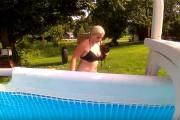 Πως τα πάνε οι κότες με το κολύμπι;