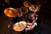 5χρονο κοριτσάκι παίζει drums