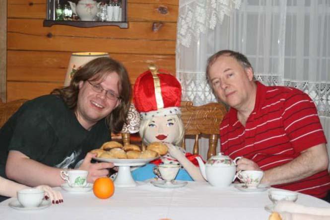 Ο άνδρας που έχει ένα ολόκληρο χαρέμι από πλαστικές κούκλες (13)