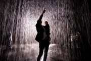 Έκθεση σας επιτρέπει να περπατήσετε στην βροχή χωρίς να βραχείτε (1)