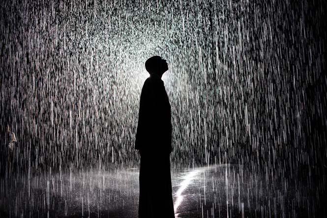 Έκθεση σας επιτρέπει να περπατήσετε στην βροχή χωρίς να βραχείτε (2)