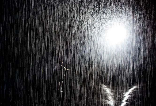 Έκθεση σας επιτρέπει να περπατήσετε στην βροχή χωρίς να βραχείτε (3)