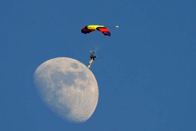 Φωτογραφίες με το Φεγγάρι που τραβήχτηκαν την κατάλληλη στιγμή (8)