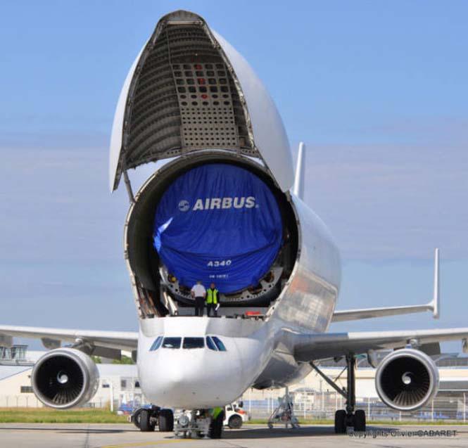 Το γιγάντιο αεροσκάφος που χρησιμοποιείται για να μεταφέρει άλλα αεροπλάνα (10)
