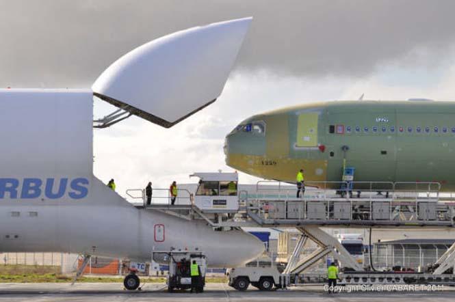 Το γιγάντιο αεροσκάφος που χρησιμοποιείται για να μεταφέρει άλλα αεροπλάνα (2)
