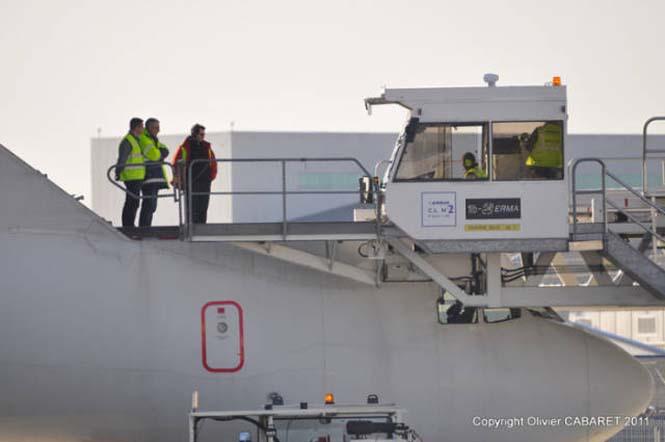 Το γιγάντιο αεροσκάφος που χρησιμοποιείται για να μεταφέρει άλλα αεροπλάνα (3)